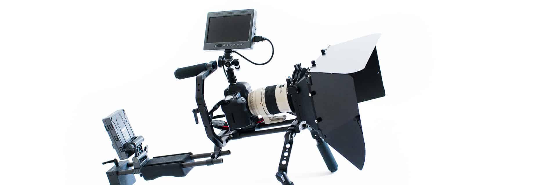 Canon 5D auf einem Schulter-Rig zum mobilen Einsatz (Handkamera)